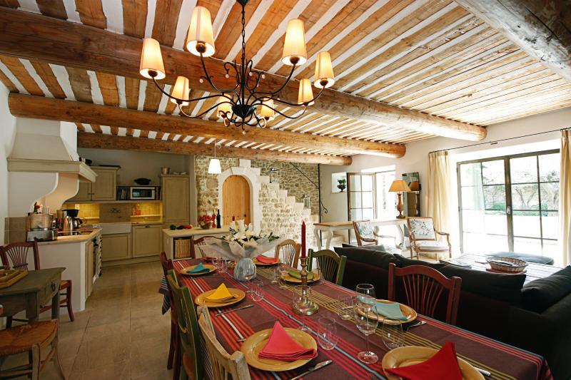 Charming Villa in Provence Village - Maison du Maubec - Image 1 - Maubec - rentals