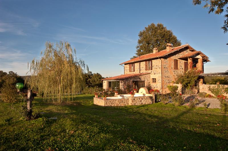 Countryside House on Working Italian Farm - Casale Giardino - Image 1 - Acquapendente - rentals