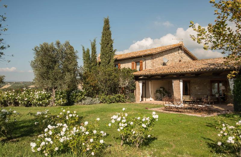 Large Farmhouse in Umbria great for family reunions - Villa Bachi - Image 1 - Guardea - rentals