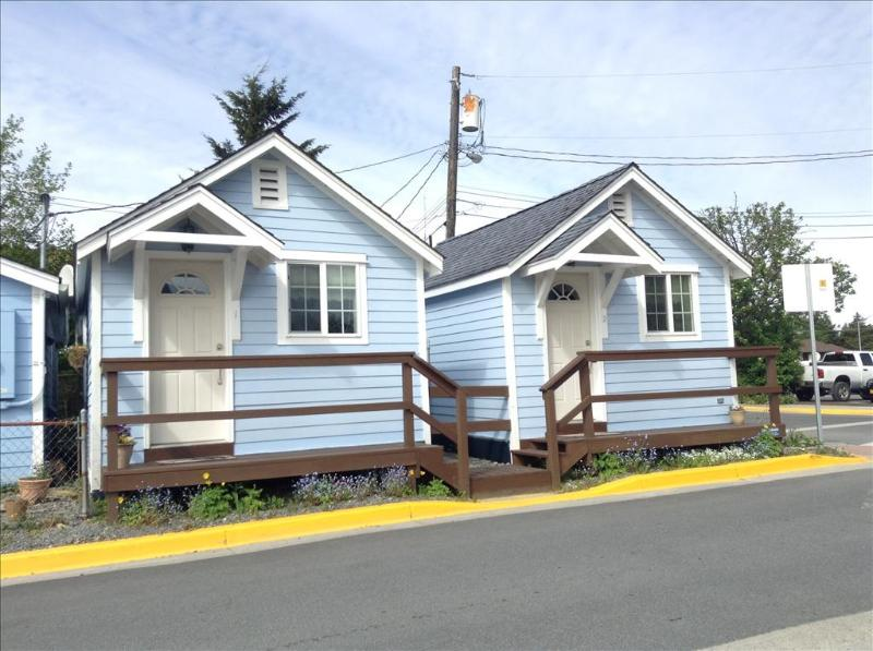 4 Cottages, 2 in front and 2 in back - Cottages on Monastery 1 - Sitka - rentals