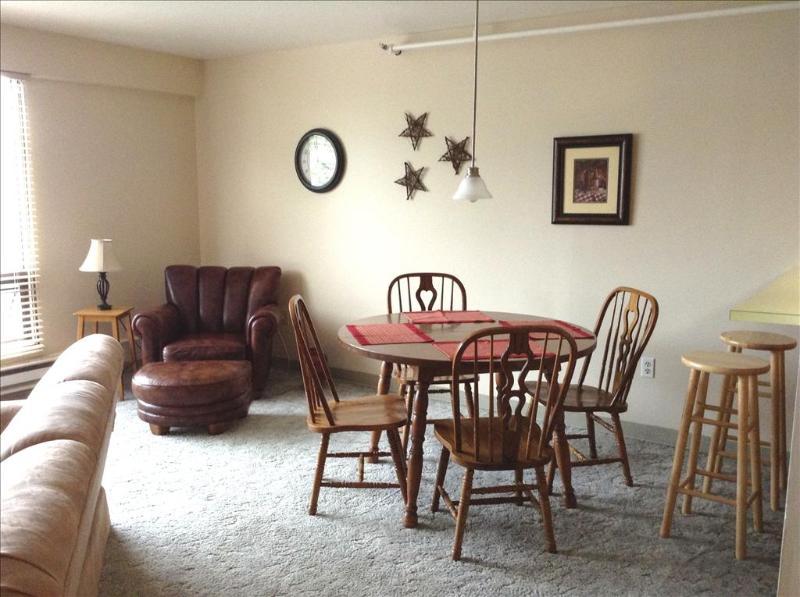 Large open living/dining area - DT Franklin 5 - Sitka - rentals