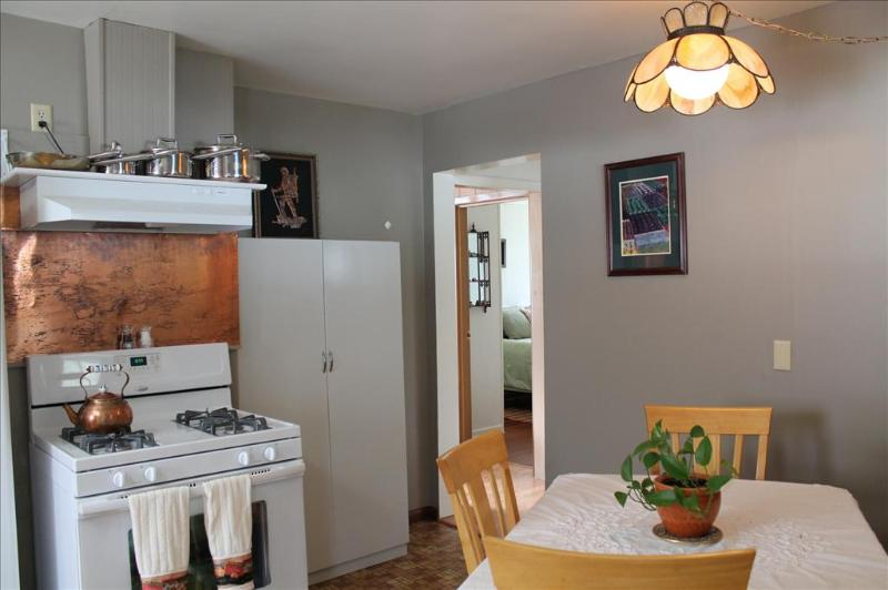 Copper ascented kitchen, provides warm atmosphere - Grandma's House - Sitka - rentals