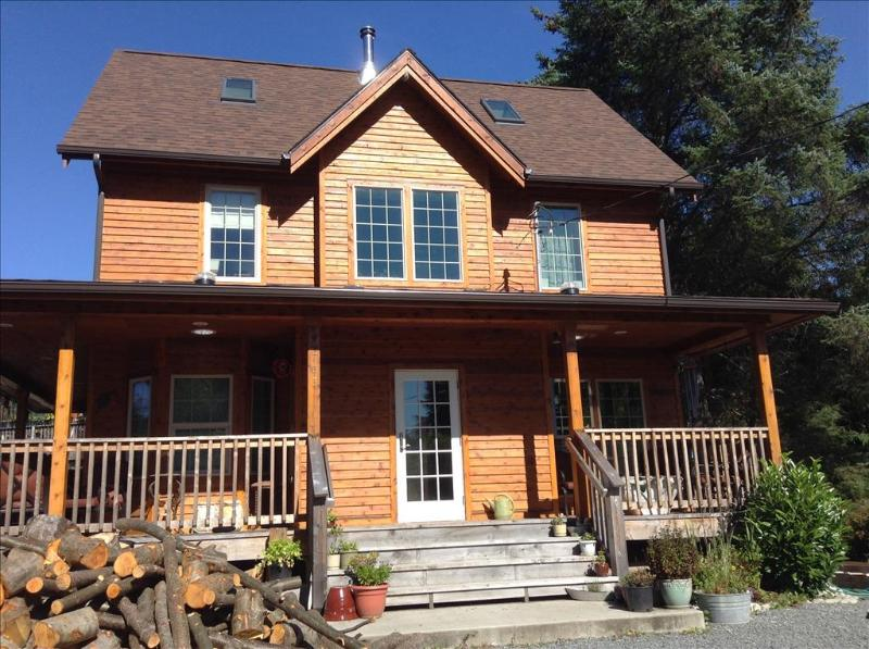 Front of house with wrap-around porch - Cedar Haven Vacation Rental - Sitka - rentals
