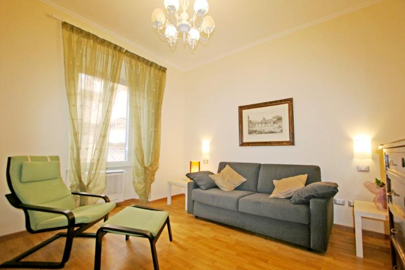 Family-Friendly Apartment in Rome's Historic City Center - Nazionale - Image 1 - Roma - rentals