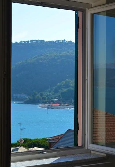 Beautiful Apartment in Portovenere Accessible to Cinque Terre - Casa Porto - Image 1 - Portovenere - rentals