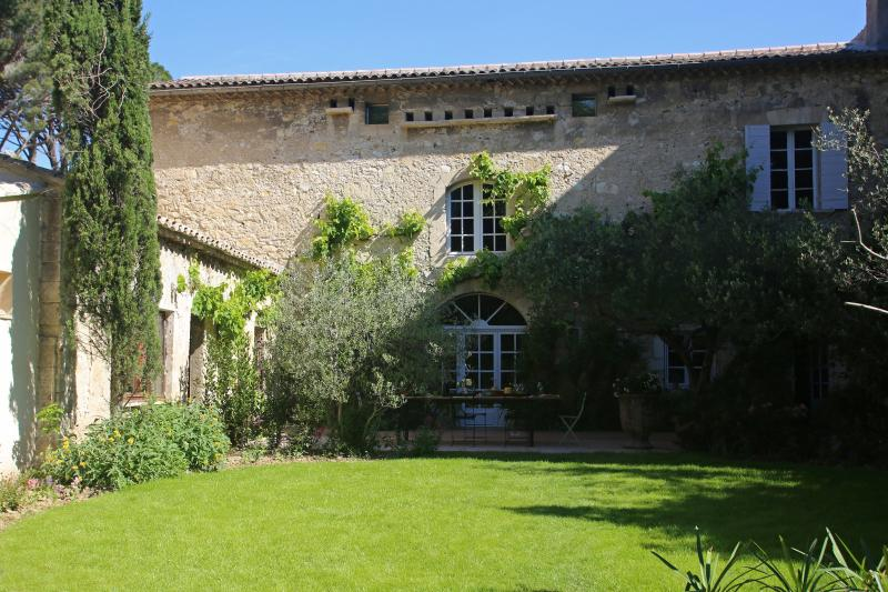 Villa in Historic Small Town Near Avignon - Villa Cardinal - Image 1 - Villeneuve-les-Avignon - rentals
