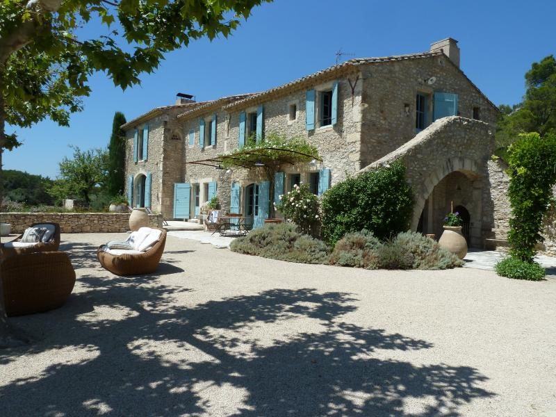 Family-Friendly Provence Farmhouse with Two Guest Houses - Le Mas de Bernadette - Image 1 - Eygalieres - rentals