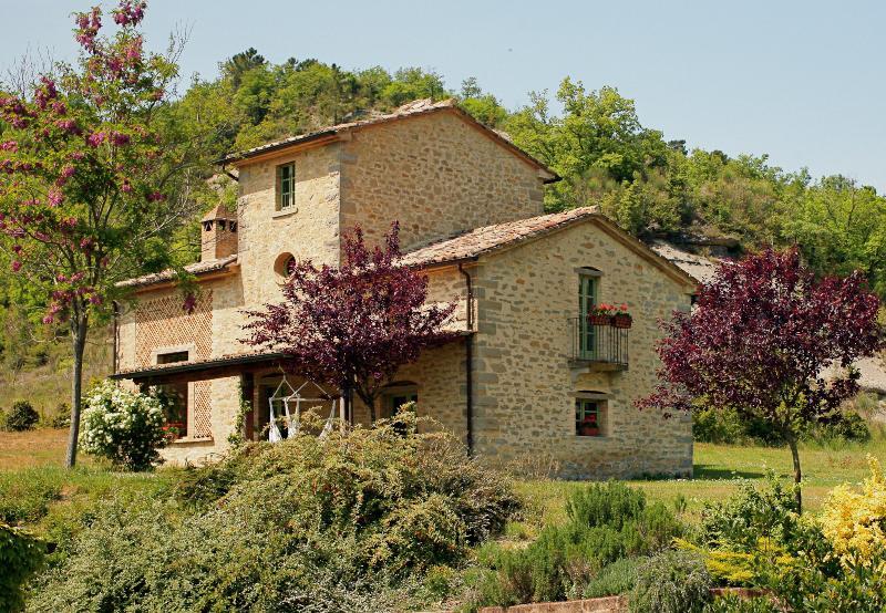 Two Villas on Large Estate Near Montone  - Tenuta Regina - Nina and Silvia - Image 1 - Montone - rentals