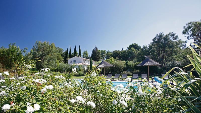 Family-Friendly Villa with Pool and Walking Distance to St Remy - Villa Madeleine - Image 1 - Saint-Remy-de-Provence - rentals