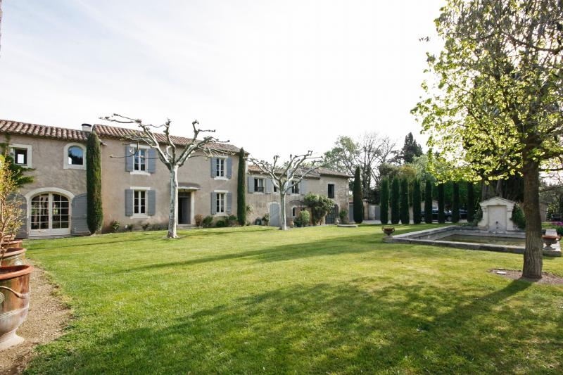 Large Provence Farmhouse with Pool within Walking Distance to St Remy - Laetetia - Image 1 - Saint-Remy-de-Provence - rentals