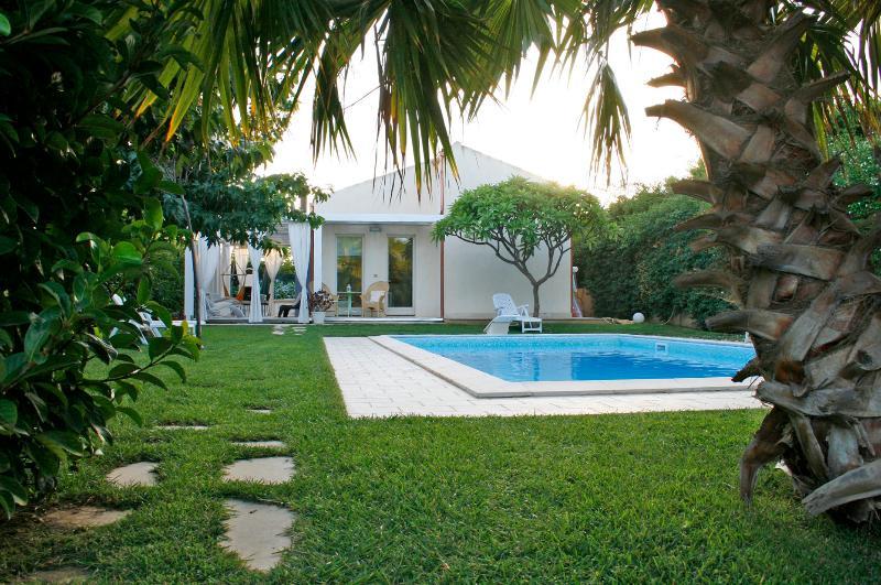 Sicily Villa Rental with Private Pool Close to Beach  - Villa Plaja Grande - Image 1 - Marina di Ragusa - rentals