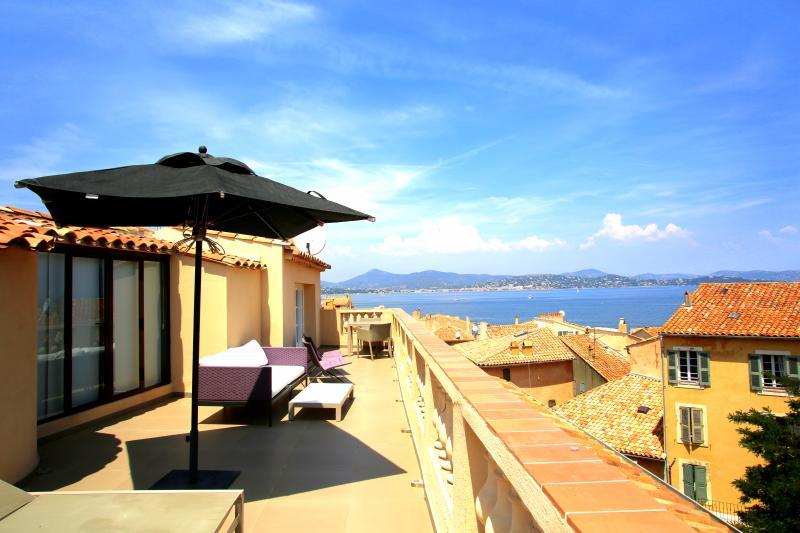 St Tropez Apartment with Rooftop Terrace and Sea Views - Les Graniers - Image 1 - Saint-Tropez - rentals