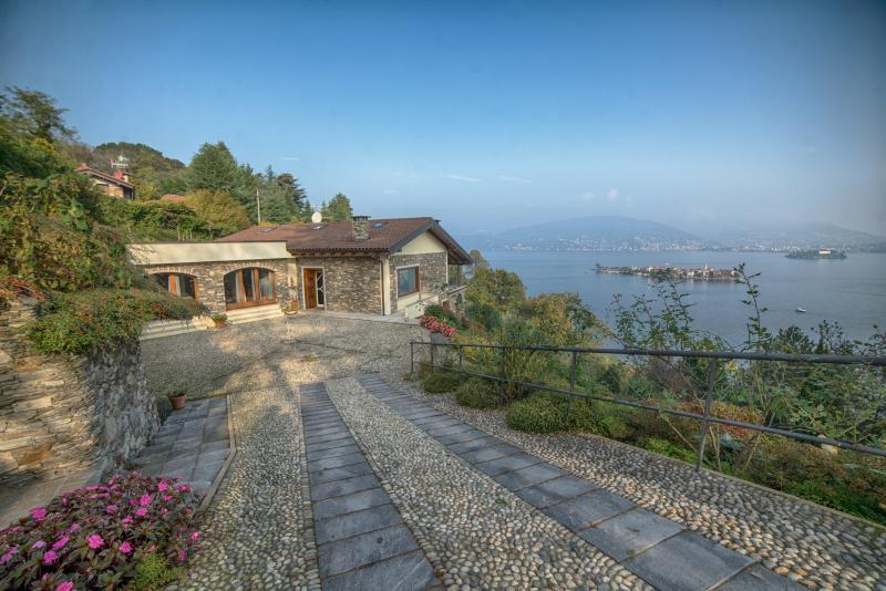 Beautiful Villa on Lake Maggiore with Stunning Views and Close to Stresa - Image 1 - Stresa - rentals