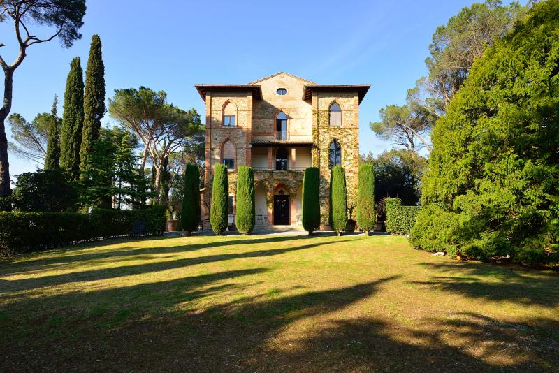 Tuscany Villa with Guesthouse and Pool and Gardens - Villa Placido and Guesthouse - Image 1 - Chiusi - rentals