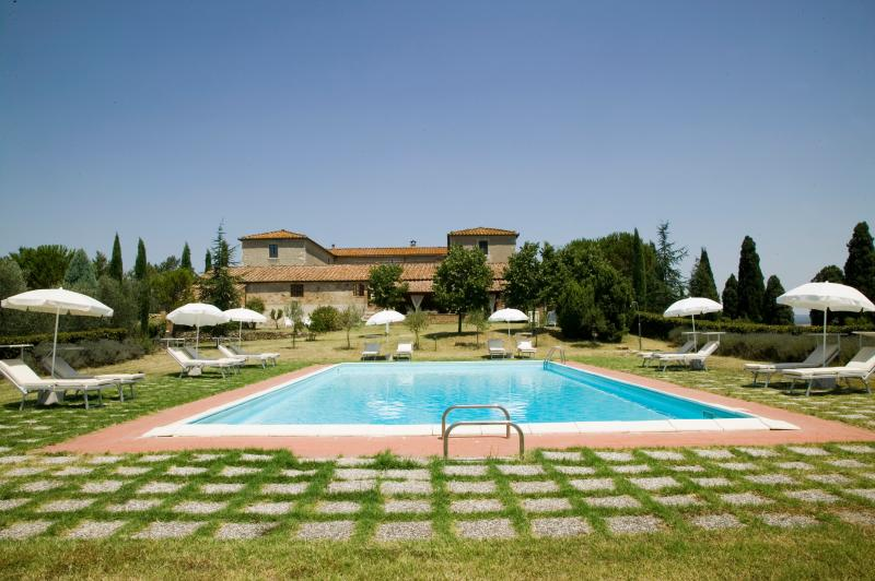 Farmhouse with Private Pool and Beautiful Views in Southern Tuscany - Villa Marzio - Image 1 - San Quirico d'Orcia - rentals