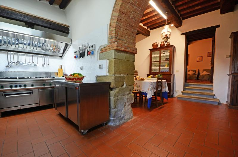 Villa with Pool and 2 Guesthouses for a Group in Eastern Tuscany - Girasole - 20 - Image 1 - Anghiari - rentals