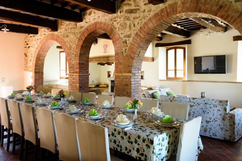 Villa for a Group Near Lake Trasimeno  - Casale della Luna - 18 - Image 1 - Preggio - rentals