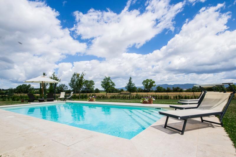 Tuscan Villa with Private Pool Near Cortona - Villa Dalida - Image 1 - Arezzo - rentals
