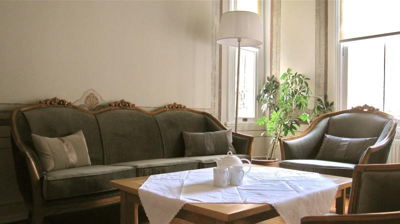 Bright and Centrally Located Istanbul Apartment  - Beria - Image 1 - Istanbul Province - rentals