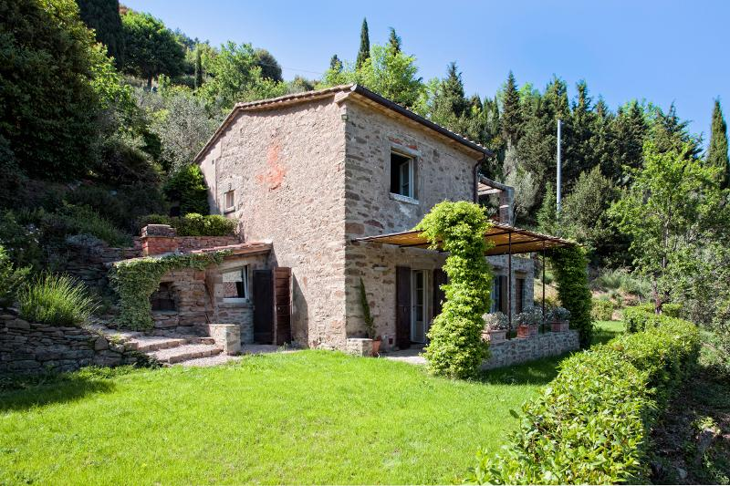 Charming Tuscan Farmhouse Walking Distance to Cortona - Casa Toscana - Image 1 - Cortona - rentals
