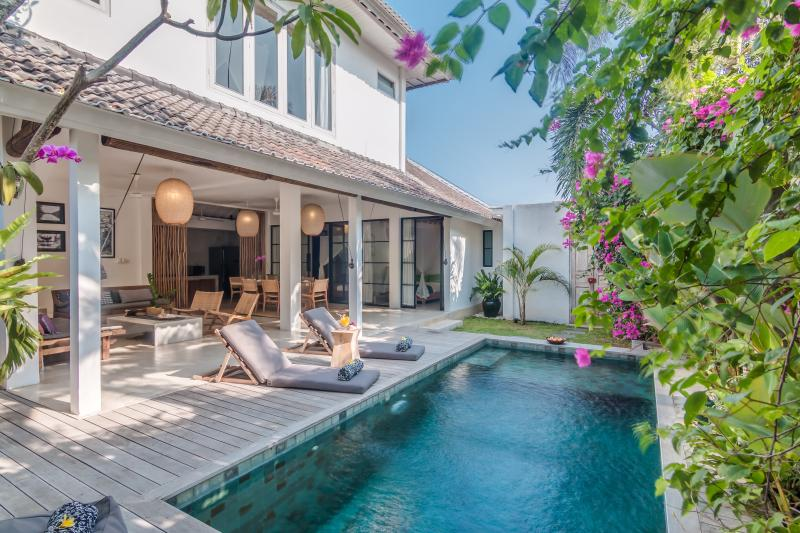 Villa Pippa is close to the beach and restaurants and ideal for families. - 3 Bedroom Villa Near Restaurants & Beach in Oberoi - Seminyak - rentals