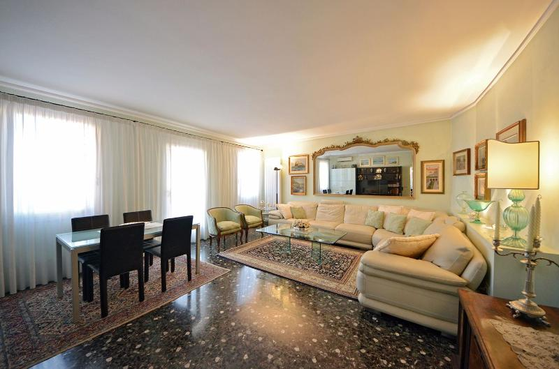 luxury furnishings and bright ambience at the San Felice Terrace apartment - San Felice Terrace - Venice - rentals