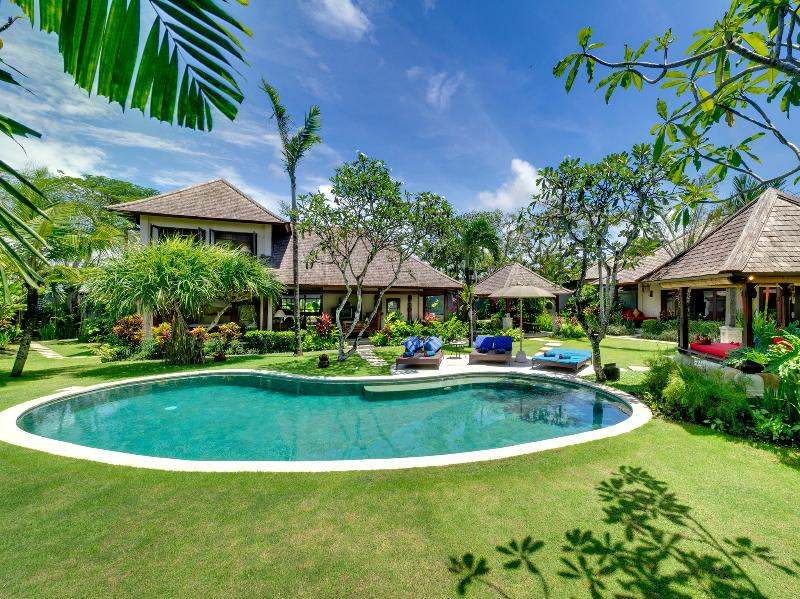 1. Villa Kakatua - Villa, pool and gardens - Villa Kakatua - an elite haven - Canggu - rentals