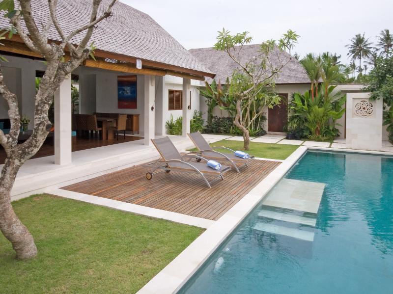 Villa Nakula - Pool and entrance - Villa Nakula - an elite haven - Canggu - rentals