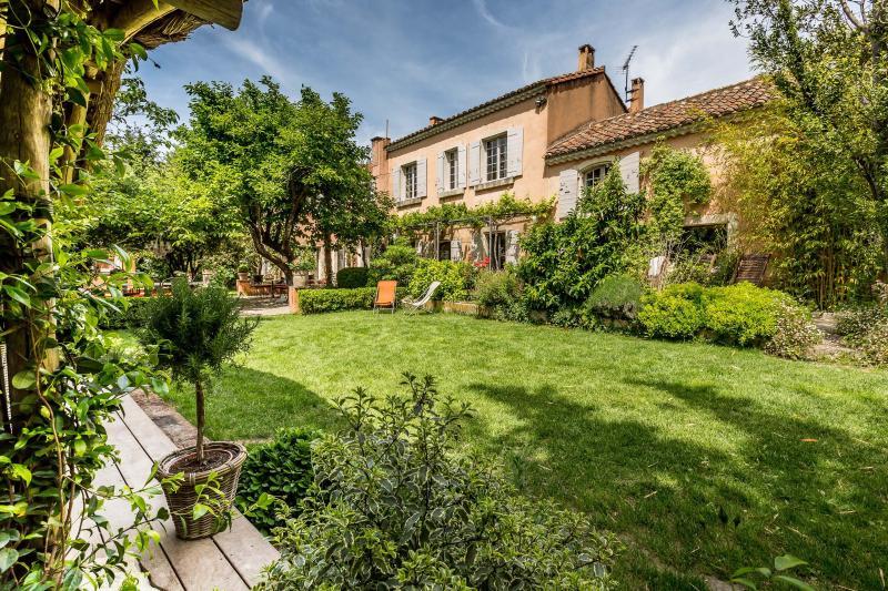 La Part des Anges Vacation House with a Grill and Terrace - Image 1 - Le Paradou - rentals