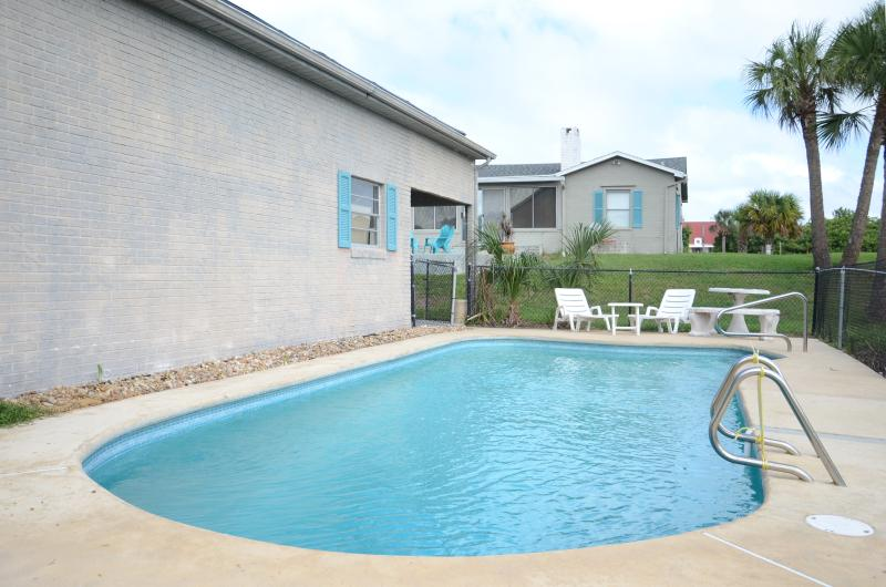 Fall $pecial Luxury Pool Home # 2836 - 3b/2b Steps To The Ocean - Image 1 - Daytona Beach - rentals