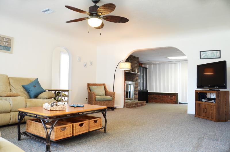 Fall $pecial Pool Home # 2836 - 3b/2b - Image 1 - Daytona Beach - rentals