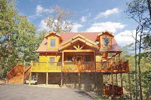Front Exterior View at Moonbeams & Cabin Dreams - MOONBEAMS & CABIN DREAMS - Pigeon Forge - rentals