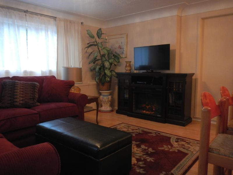 living room - Garden Suite close to the Ocean, Park and Downtown - Victoria - rentals