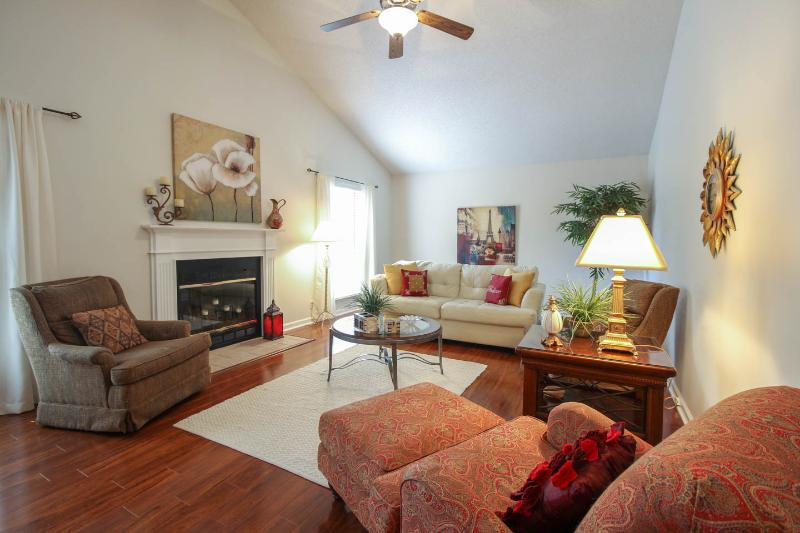 Open and inviting with volume ceilings. - Very Lovely 3 Bedroom Home Minutes to Nashvil - Nashville - rentals
