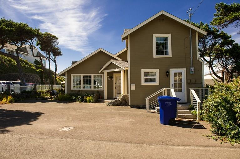 Captain's Place Beach House ~ RA5787 - Image 1 - Lincoln City - rentals