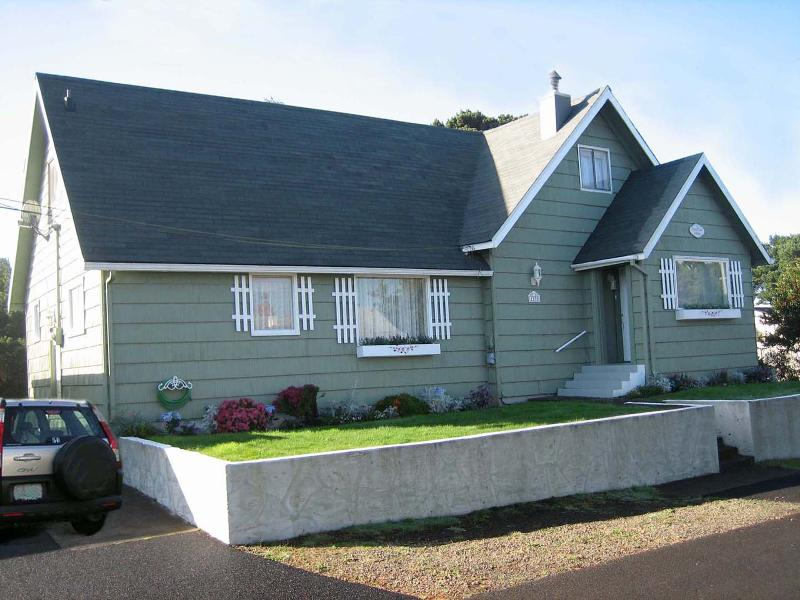 Ocean Rose Cottage ~ RA5936 - Image 1 - Lincoln City - rentals
