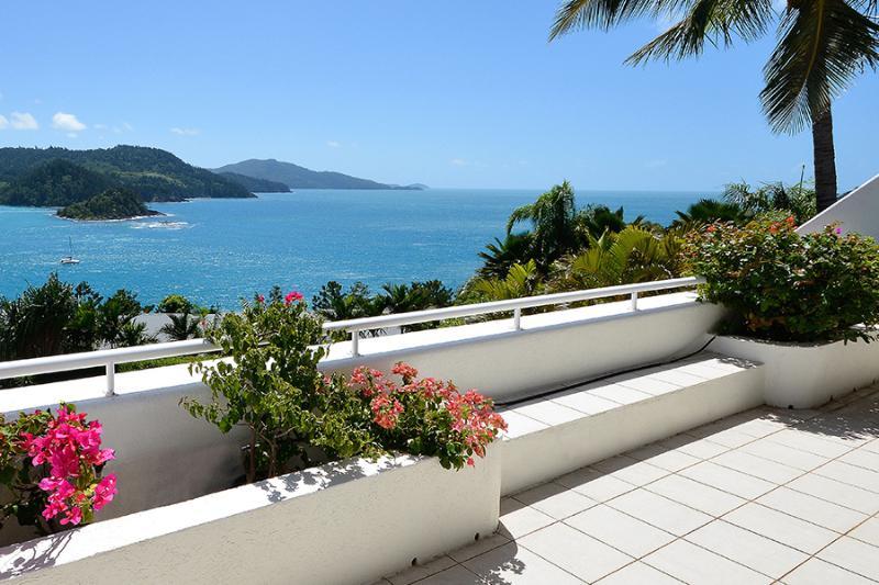 Bella Vista Exclusive - Image 1 - Hamilton Island - rentals