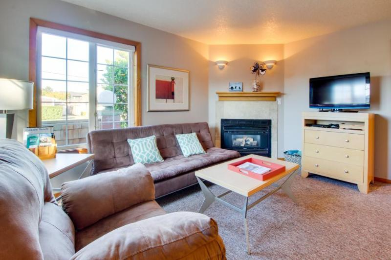 Welcoming, dog-friendly home with close beach access near downtown! - Image 1 - Cannon Beach - rentals