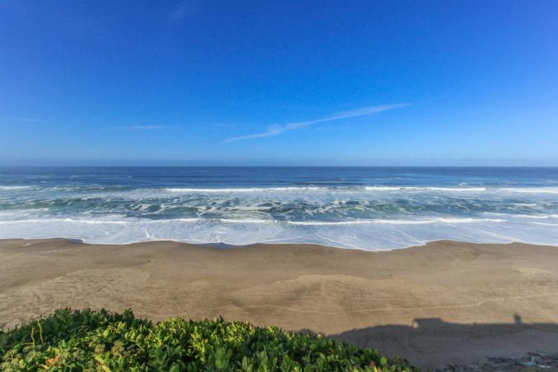 Oceanfront home w/ hot tub, amazing views, room for 10-12! - Image 1 - Gleneden Beach - rentals