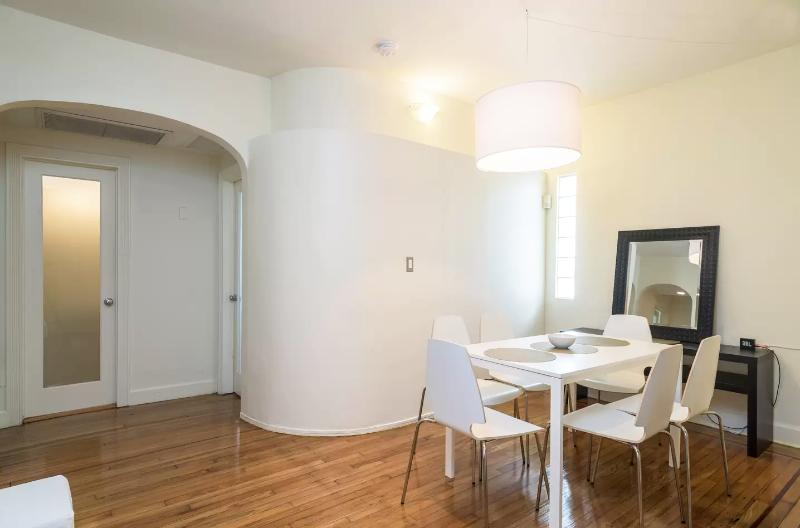 The Sham 3 Beds total, 2 Bedrooms 2 Bath, Parking - Image 1 - Miami Beach - rentals
