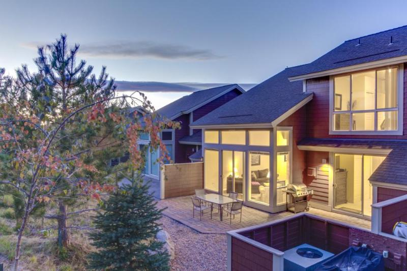 Classy home close to shared pools/Equestrian Center + access to shared hot tub! - Image 1 - Redmond - rentals