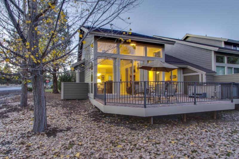 Dog-friendly creekside condo w/private hot tub, shared pool, tennis courts! - Image 1 - Redmond - rentals