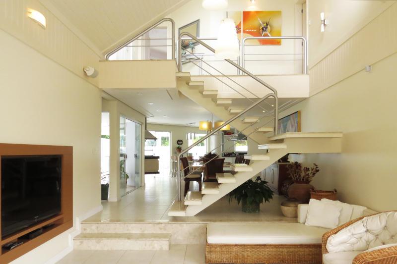 Elegant 4 Bedroom Home in Jurerê Internacional - Image 1 - Florianopolis - rentals