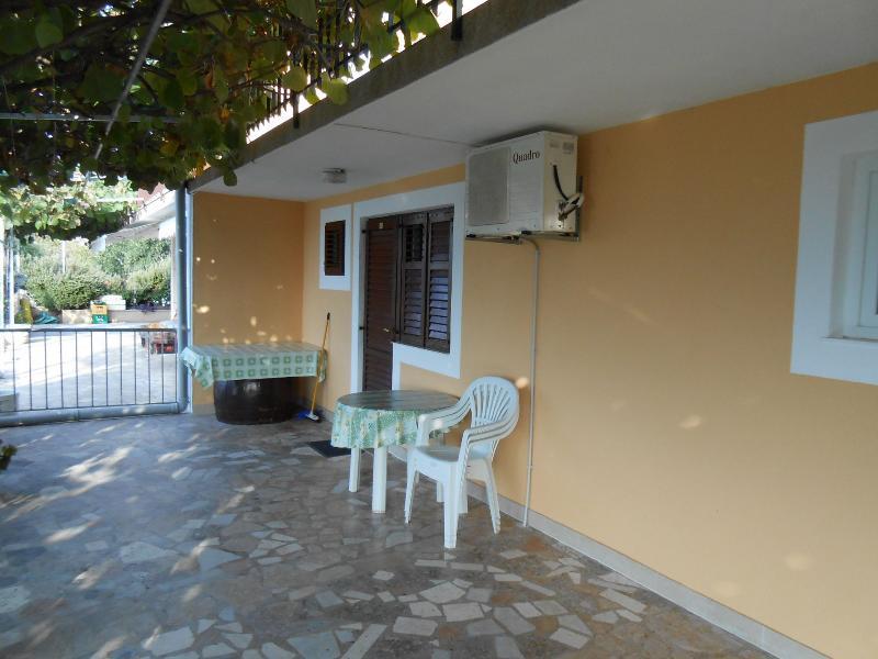 A5(2+1): terrace - 00205TROG A5(2+1) - Seget Vranjica - Seget Vranjica - rentals