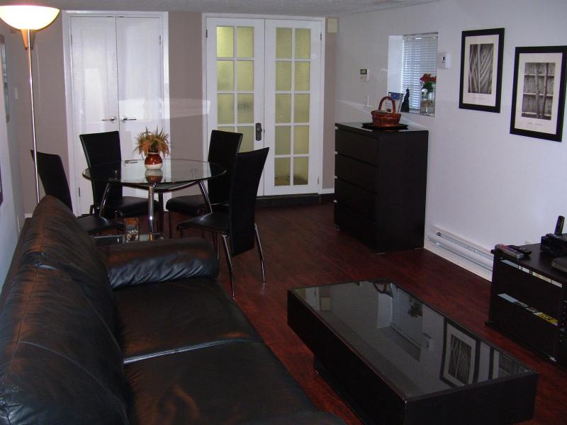Living Room - Kitsilano, 2 Bedroom Garden Level - Vancouver - rentals