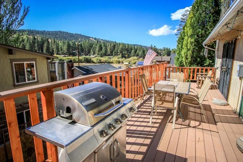 Moonridge Escape by Bear Mtn! Jacuzzi, WiFi, Cable - Image 1 - City of Big Bear Lake - rentals