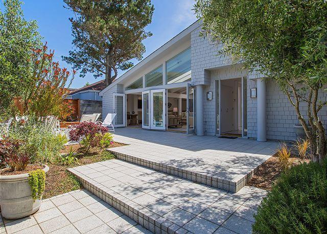 Luxury beachfront home with modern amenities. - Image 1 - Stinson Beach - rentals