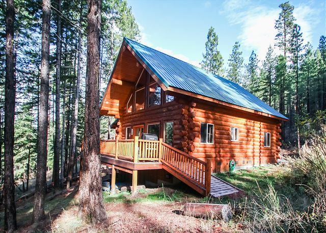 Log Cabin nestled in the trees - Enchanted River Cabin, Wi-Fi, Hot Tub, 25 min. drive to Leavenworth - Leavenworth - rentals