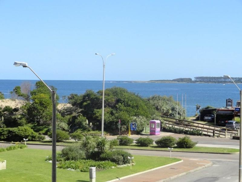 Stunning Sea views 2 bed apartment 50m from beach - Image 1 - Punta del Este - rentals