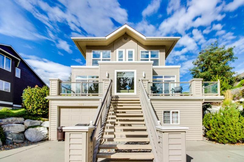 Gorgeous lakefront property w/private hot tub - beach & community pool access! - Image 1 - Manson - rentals